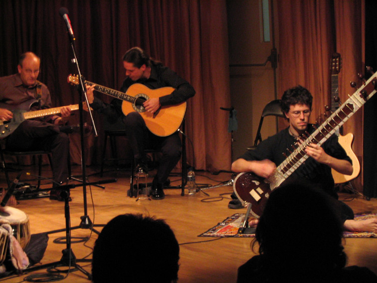 Julio García (guitarra), Rodrigo Munuera (sitar)