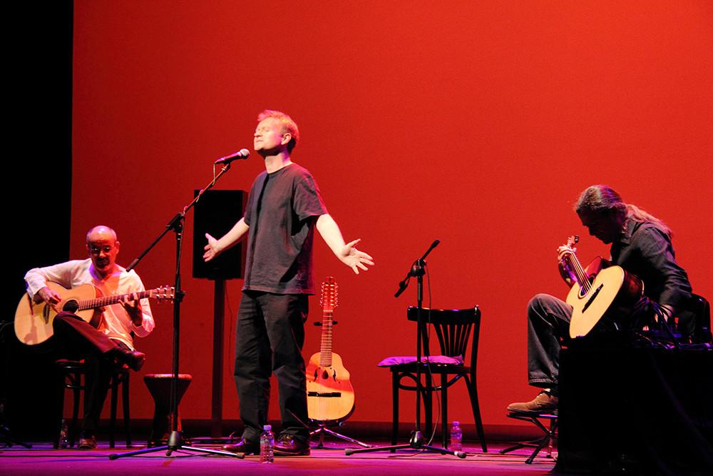 Mark Walden con Julio García e Isidro Solera.  Foto: Ricardo Solanes