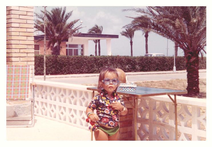 La pequeña Carmen Ros, con tres años