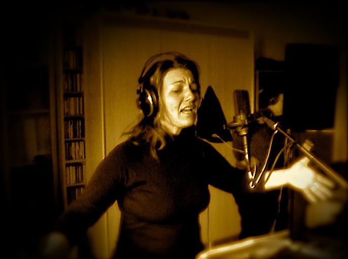 Gabriela Maiztegui (coros)