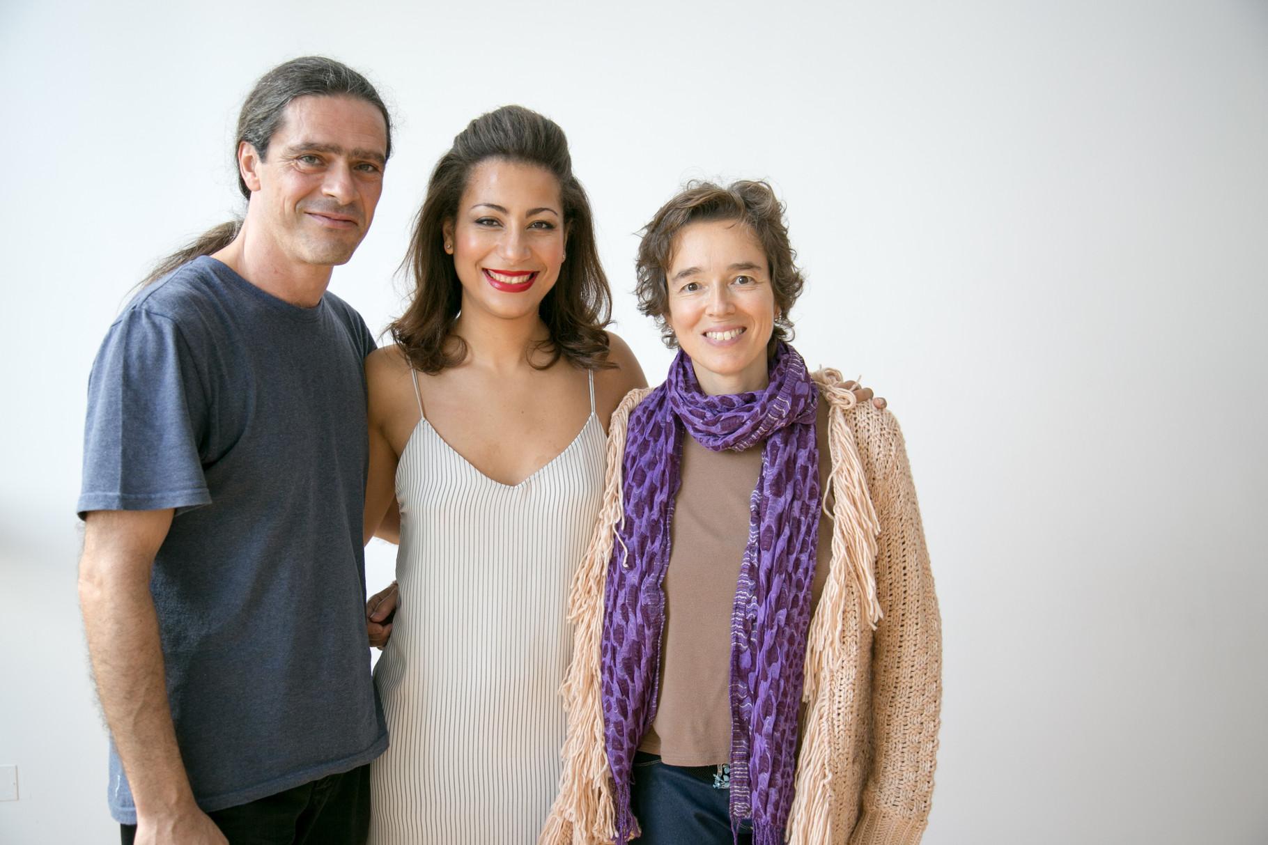 Julio García y Carmen Ros con Marisa Tolentino, grabación del videoclip Papers