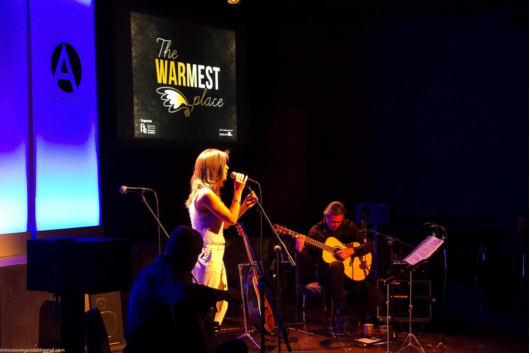 Julio García (guitarra), Marisa Tolentino (voz), concierto en Casa de América