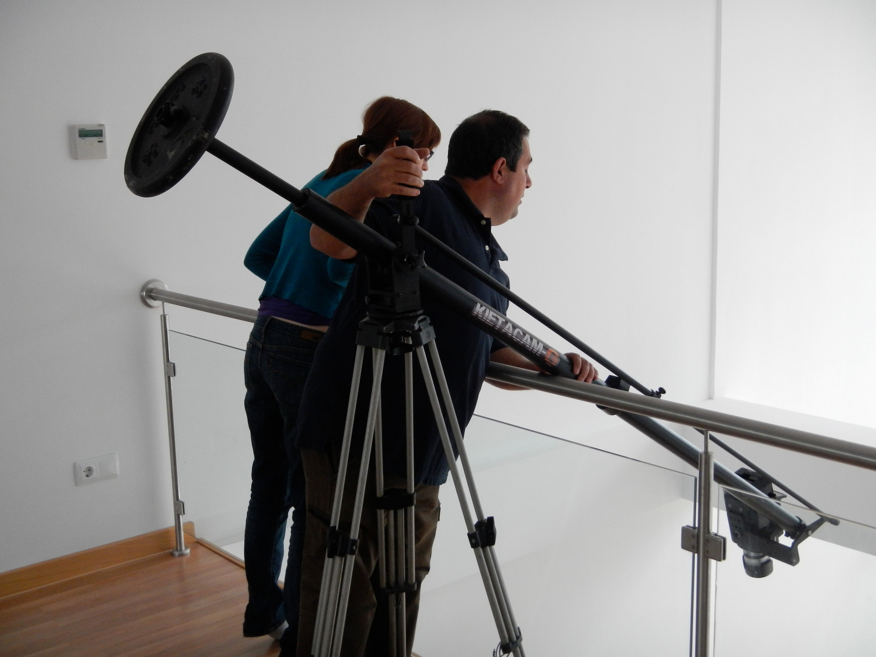 Almudena M. Castro con Juan Valdivieso, grabación del videoclip Papers