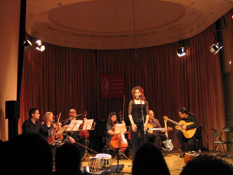Teresa Barrientos (voz), Ars Ensemble (cuerdas), Isidro Solera y Julio García (guitarras)