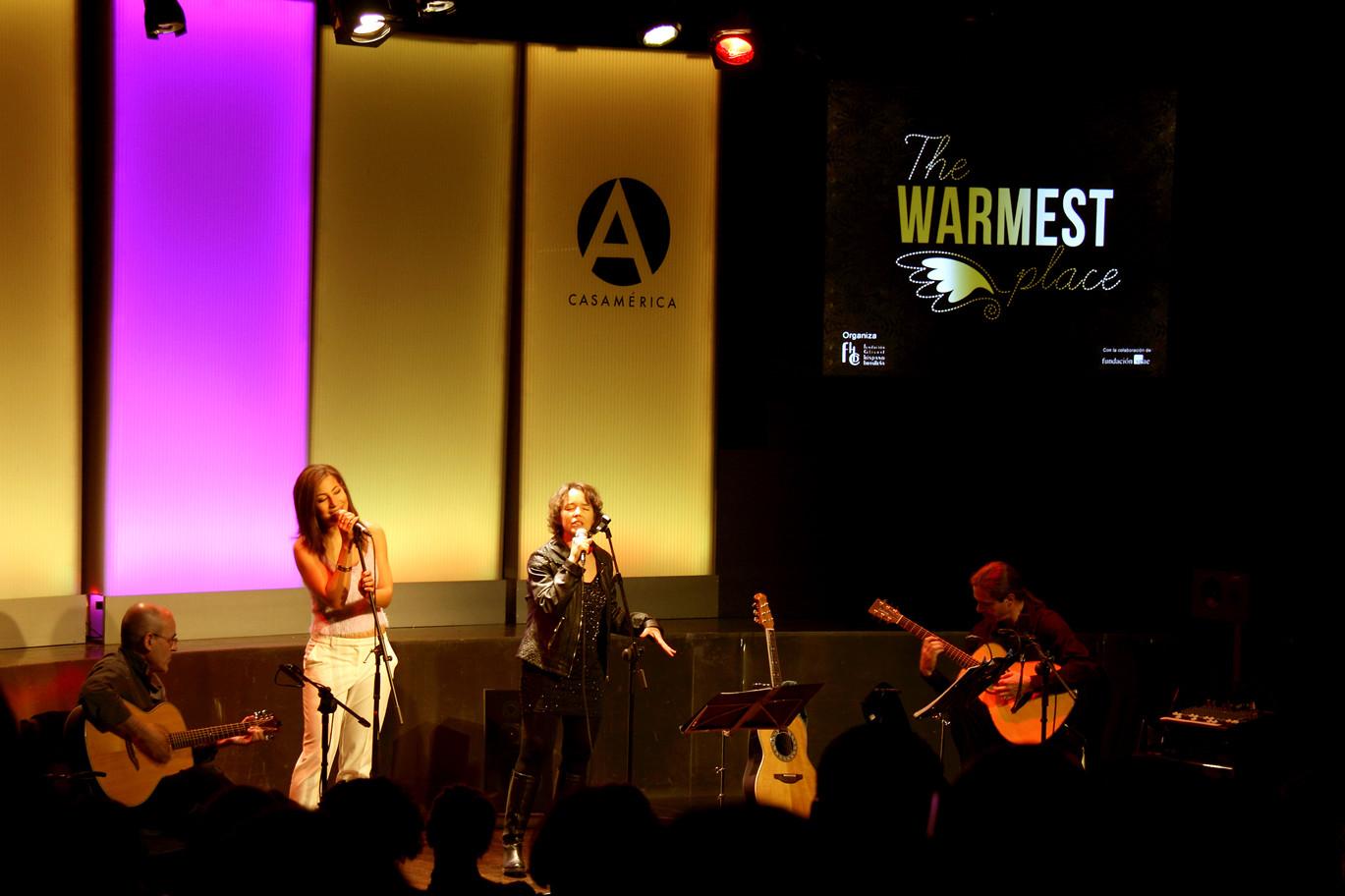 Julio García, Isidro Solera (guitarras), Carmen Ros (voz), Marisa Tolentino (coros)