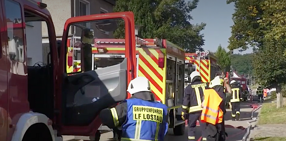 Garagenbrand: Feuerwehrmann verletzt im Krankenhaus