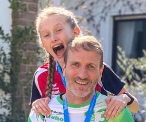 Mimi und Jens Meinhard sind in Magdeburg den Minimarathon gelaufen.