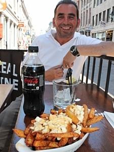 Montreal Reisetipps Mittagspause mit Poutine