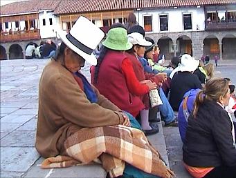 Cusco Reisebericht: Frau mit Filzmelone