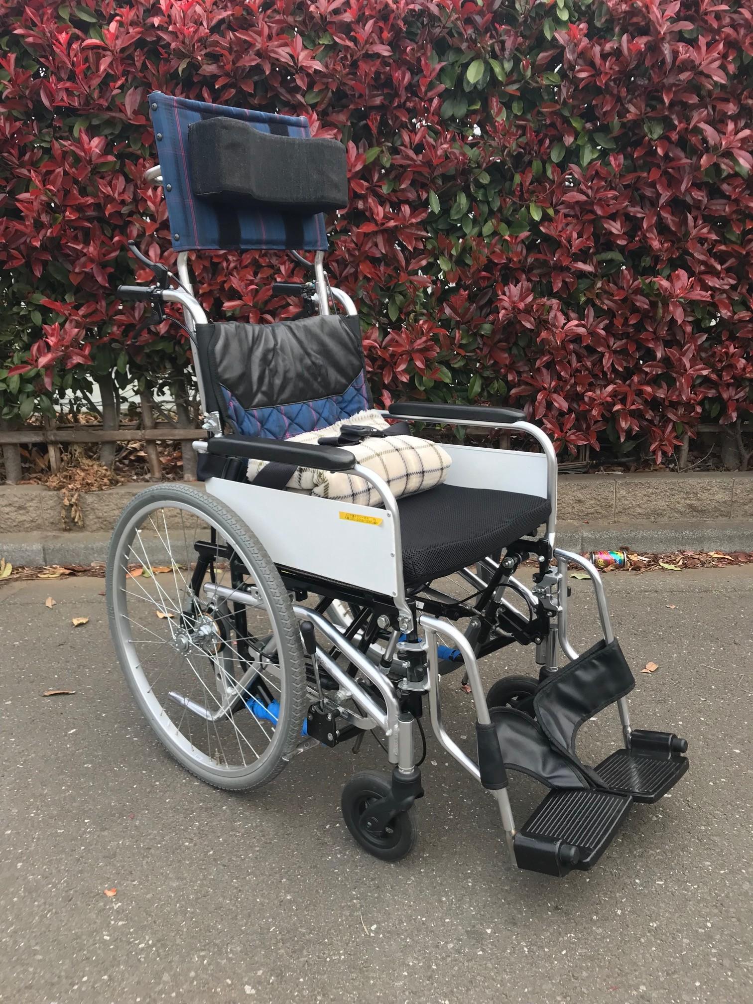 ヘッドレスト付 チルト車椅子