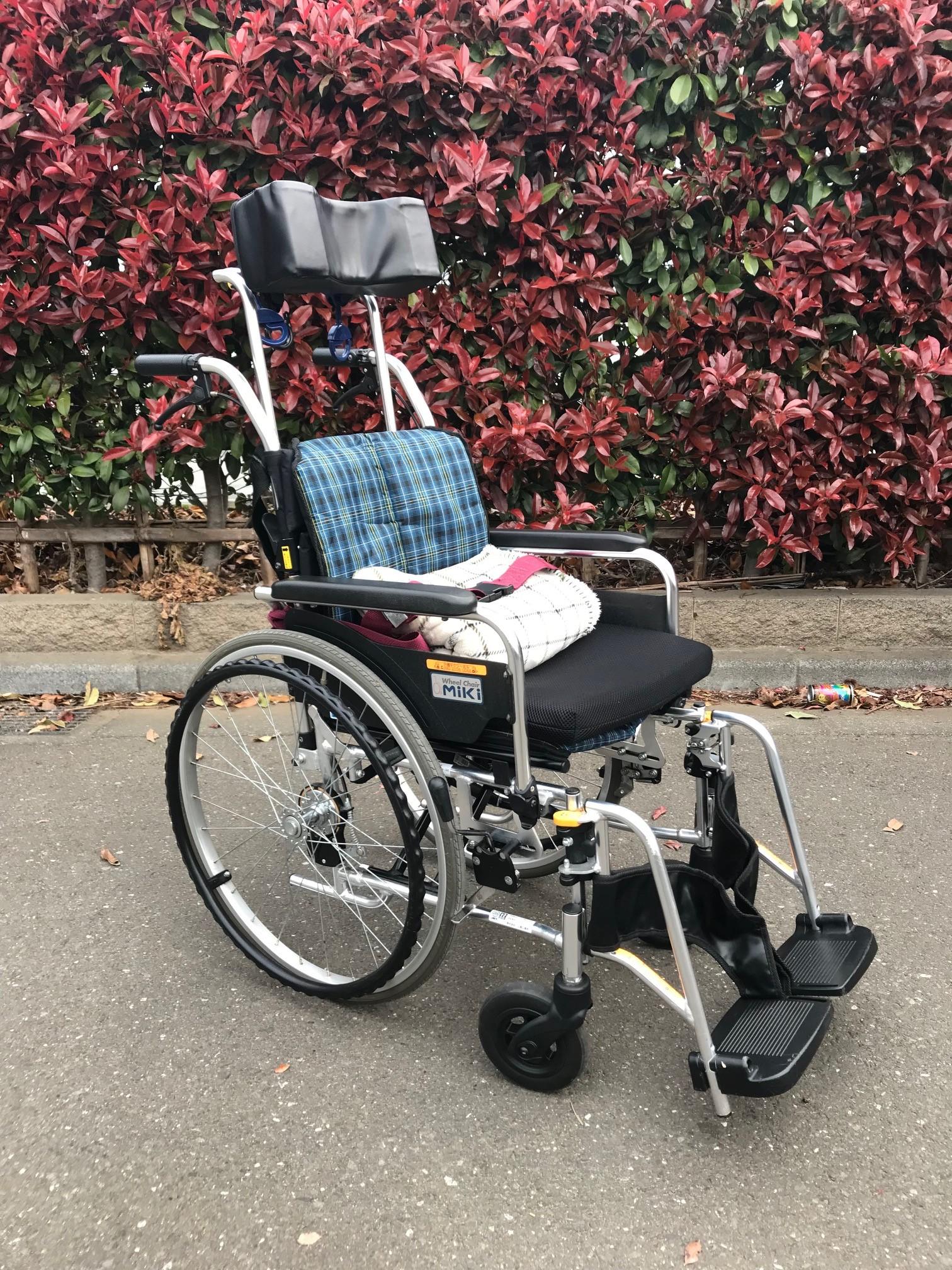 ヘッドレスト付 標準車椅子