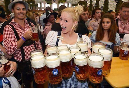 Hofbräu zum Rathaus, Bierliebhaber genießen den Flair und das einzigartige Bier aus München
