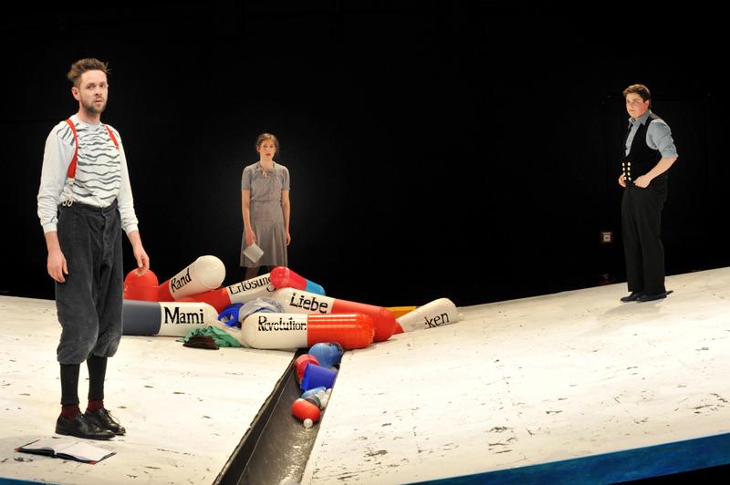 2013 Bühne & Kostüm. '4.48 Psychose' Regie: Levin Handschuh | Bühne, Kostüm & Licht: Teresa Katharina | August Everding Akademie | MÜNCHEN
