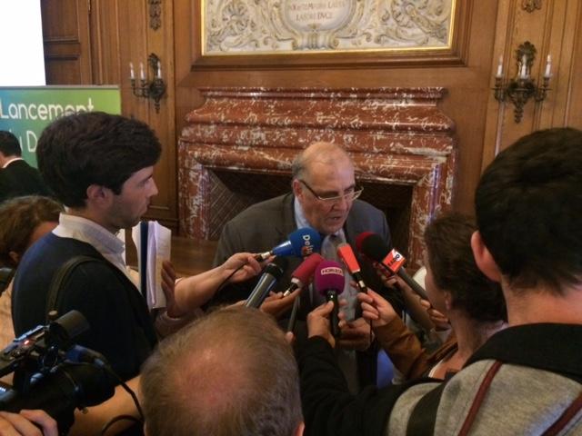 Nicolas Curien répond les questions de la presse