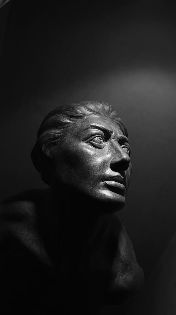 """Studio di """"SCHIAVO RIBELLE """" In memory of Michelangelo. Terracotta patinata """"45x35x70"""""""
