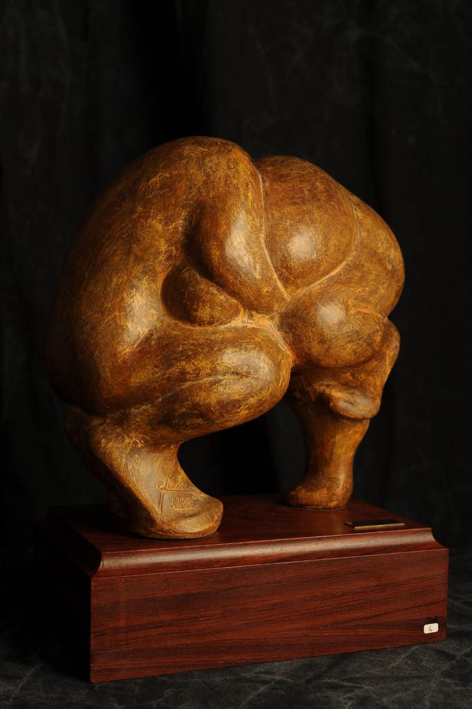 I LOTTATORI. Terracotta patinata 50x30x55