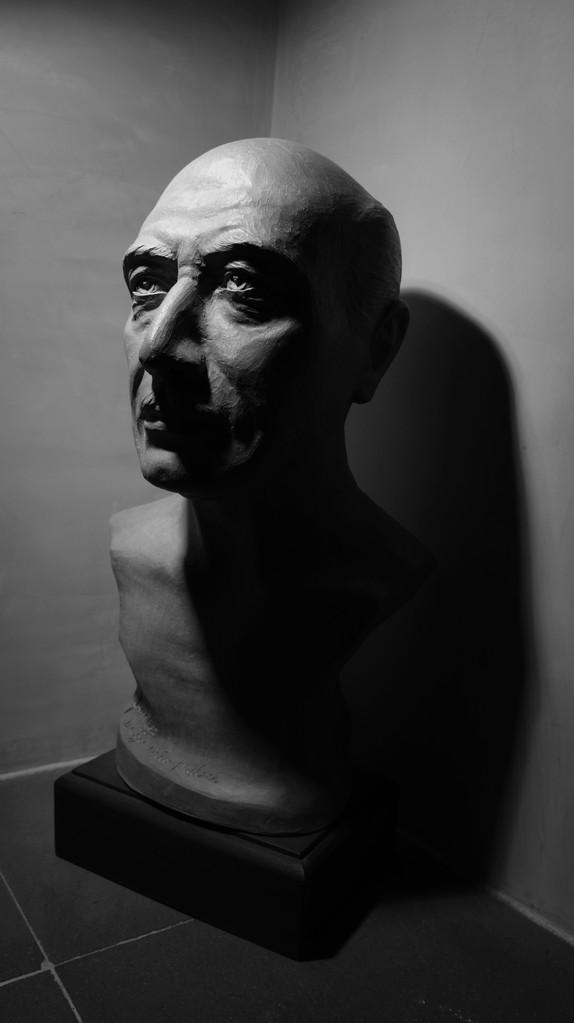 """Ritratto di DIEGO FANIZZA (padre dell'artista). Terracotta patinata """"30x25x45"""""""