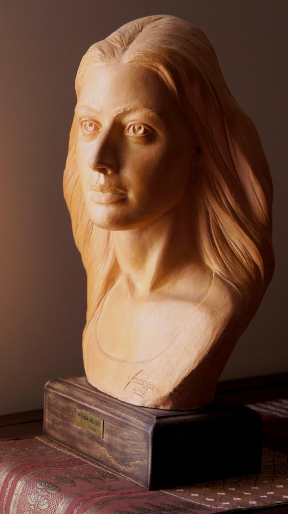 Ragazza del Sud. Terracotta patinata 35x20x45