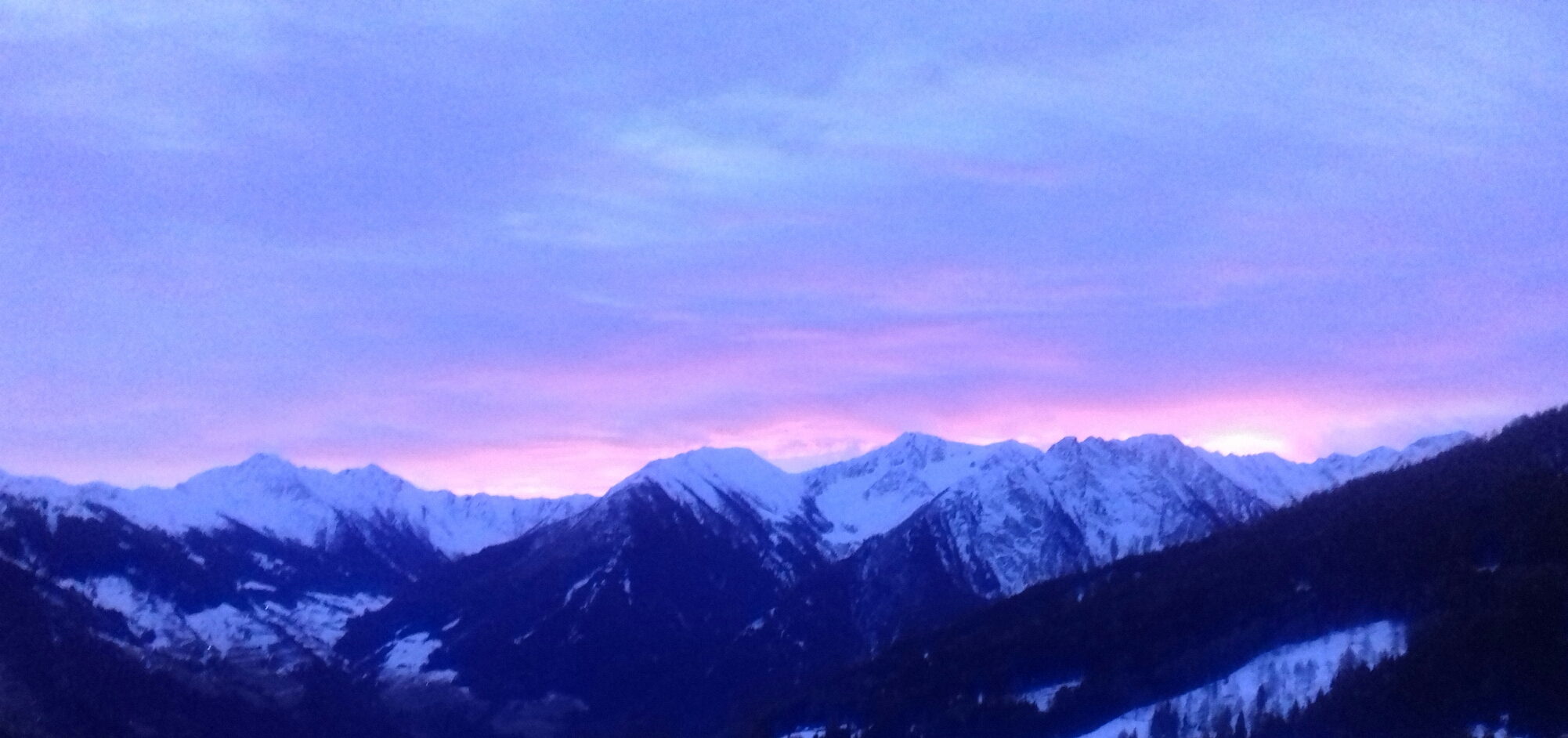 Blick auf den Jaufenpass an einem Wintermorgen