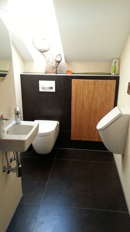 WC-Wandkasten, Eiche massiv gebürstet