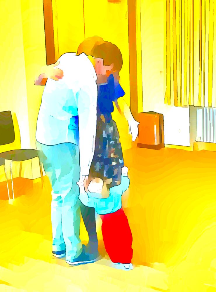 Kinder agieren die Muster ihrer Eltern aus. Je besser Eltern gelernt haben, mit ihren eigenen und ihren Beziehungsthemen umzugehen, desto mehr unterstützen sie die glückliche und befreite Entwicklung ihres Kindes.