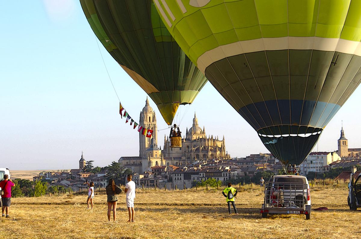 Los preparativos con la Catedral de Segovia al fondo