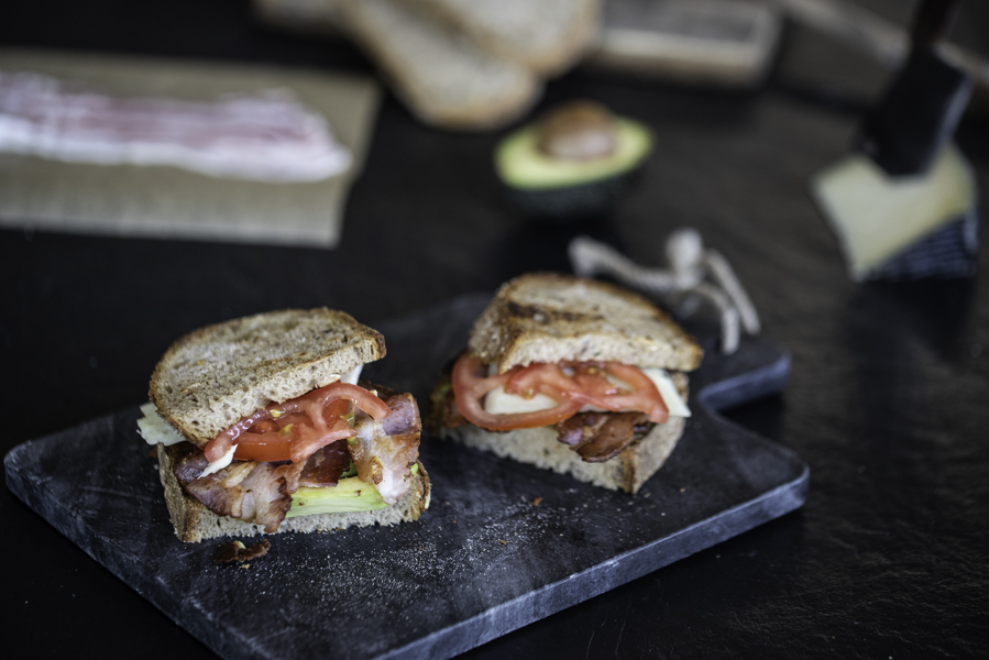 Avocado, Bacon Sandwich, Foodfotografie / Rezept Guido Weber