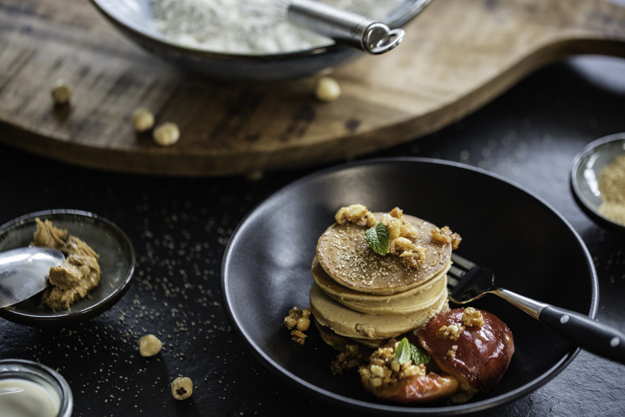 Peanut Pancakes, gebratener Pfirsich, Foodfotografie/ Rezept Guido Weber