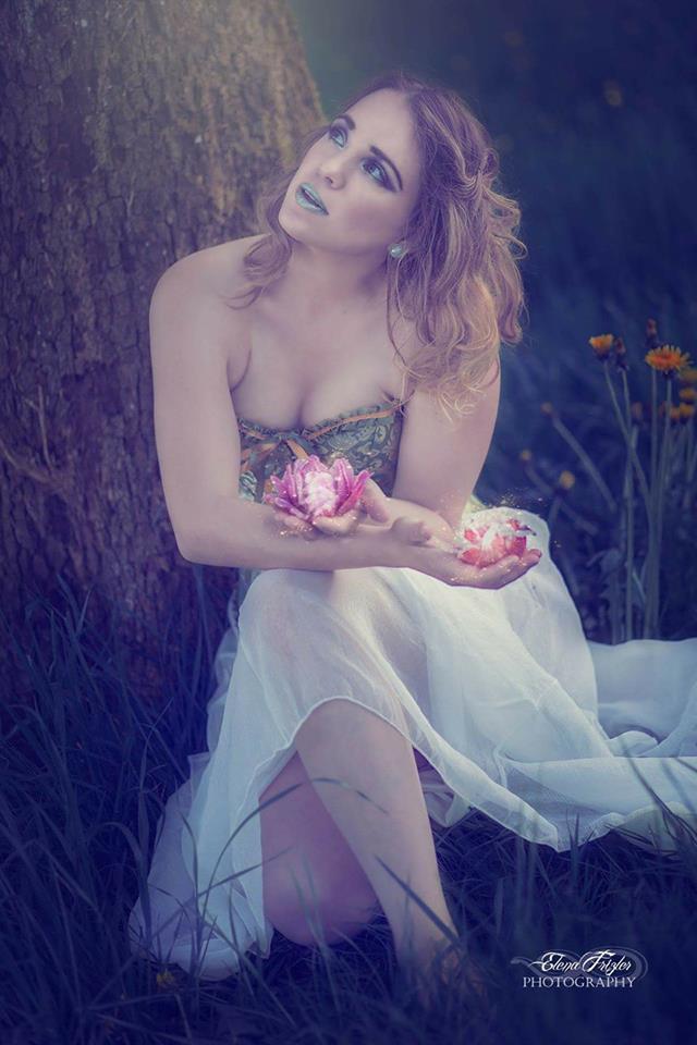 Made by: Elena Frizler Photography & Art