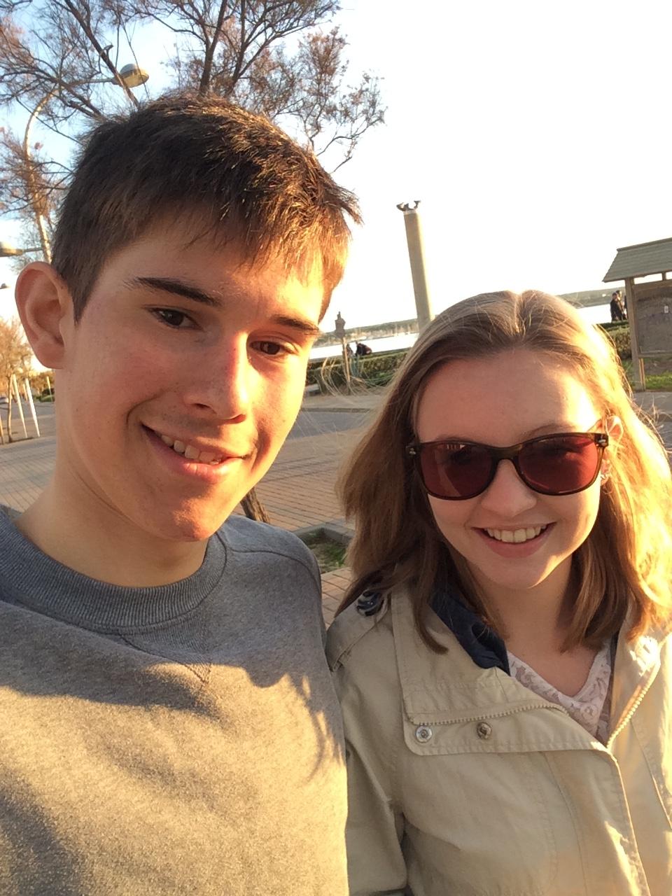 Lukas und Katharina auf der Strandpromenade