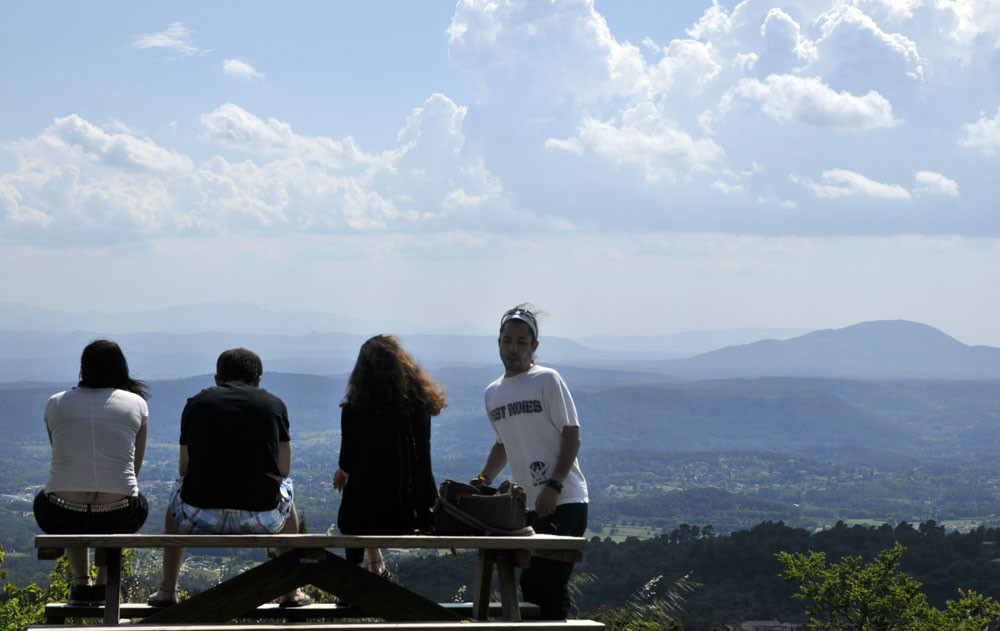 un large panorama sur l'Estérel, les Maures, Sainte Victoire, les Bessillons...