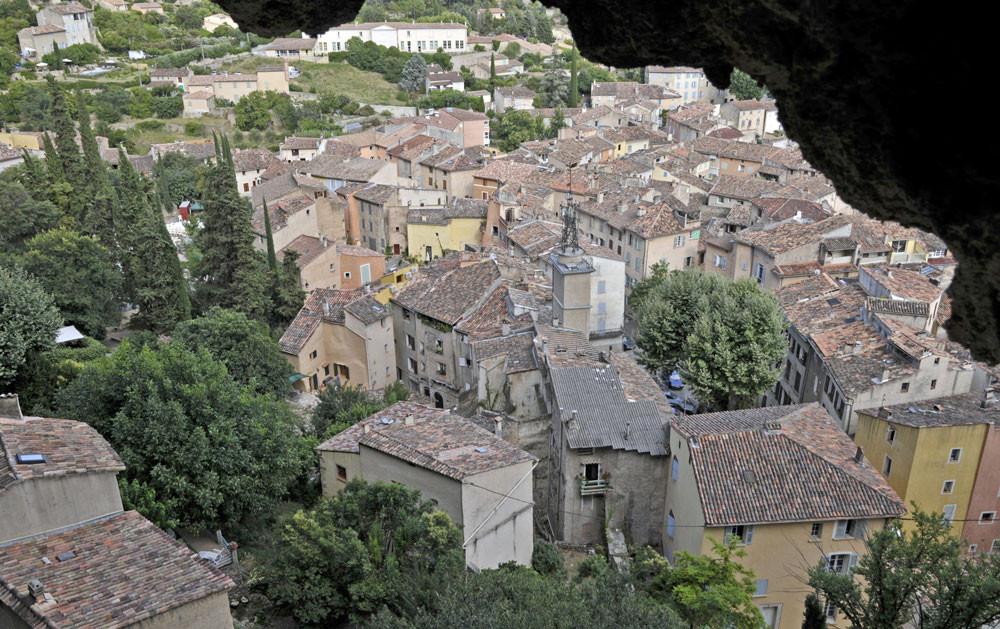 village vu des grottes