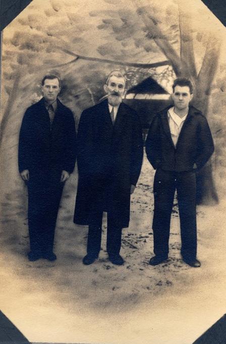 Otto Eitzenberger, sein Onkel Max Bartl und Max Eitzenberger jr., 1936. Max Bartl war ein kräftiger Mann mit legendär großen Händen.