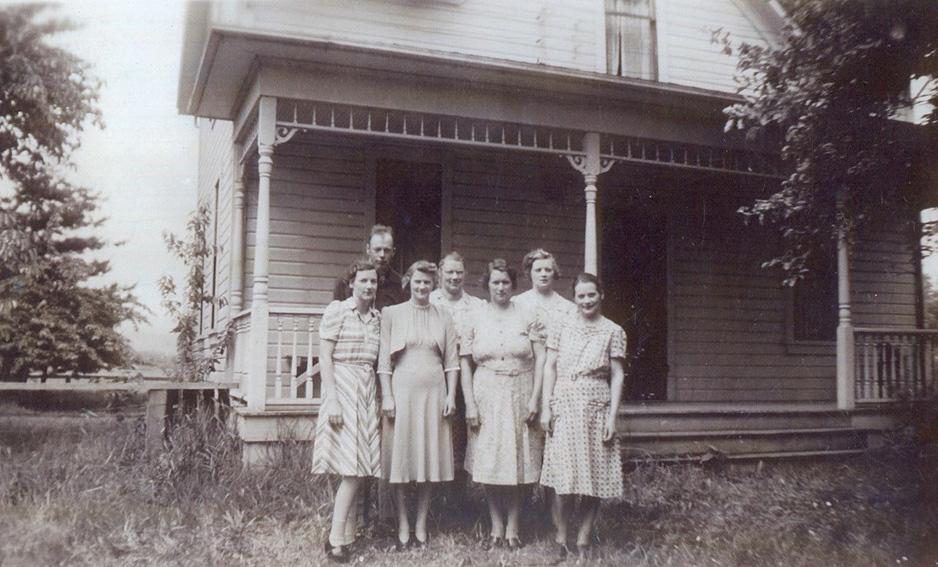 Kinder von Anton und Rose Krätz, v.l.: Meta Strotz, John Krätz, Antonia Sander, Helen Ottem, Margaret Carlson, Bertha Strotz, Rosie Brodersen, 1938