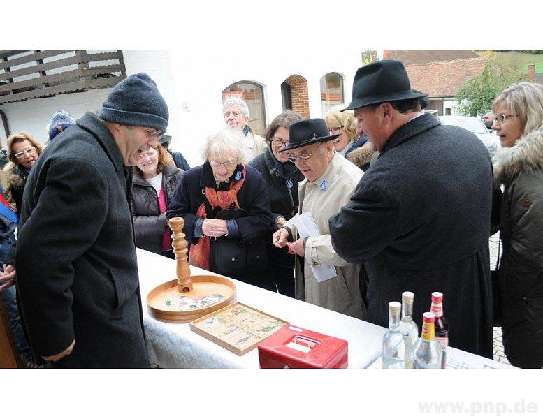 Otmar ist Chef des Glücksspiels und macht viele Besucher glücklich.