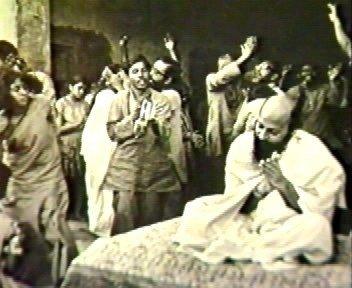 Osho e discípulos celebrando, nos anos setenta