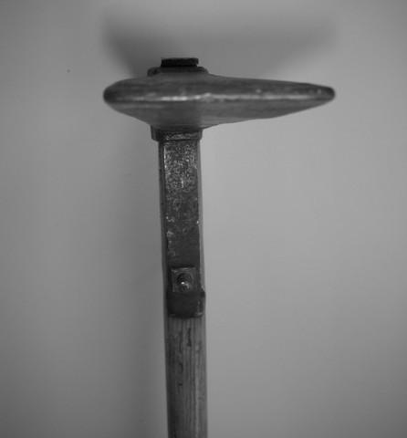Ein auswärtiger Täter hätte die Klinge der Reuthaue zum töten genommen und nicht die kaum sichtbare Schraube