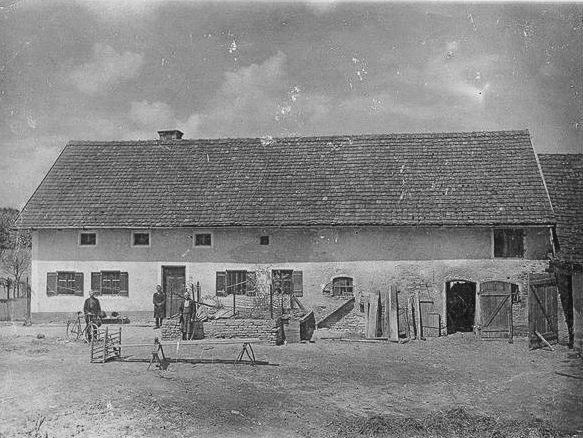 Ca. 1900, Foto für das Gemeindearchiv / von links nach rechts Bürgermeister Georg Greger, Viktoria Gruber (ca. 13) mit ihrem Vater Andreas Gruber (ca.42)