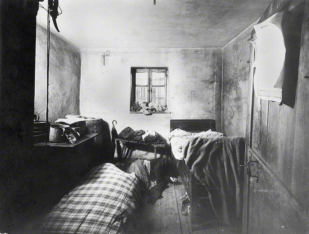 Die am Abend des 31.03.1922 angereiste Magd Maria Baumgartner wurde kurz nach ihrem Eintreffen in ihrer Kammer erschlagen