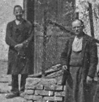 Viktoria Gruber in Vaters Hauspantoffeln und Andreas Gruber