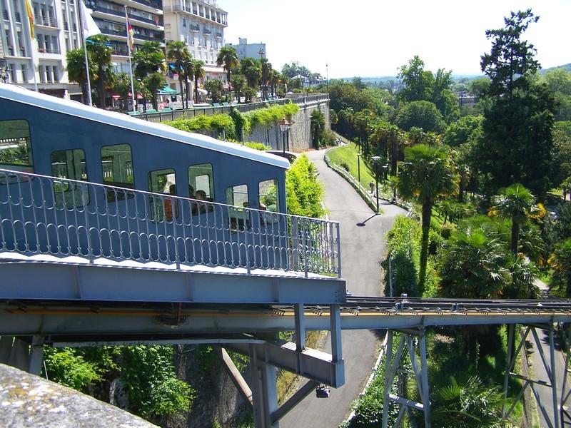 Le petit train touristique de Pau - 64 Pyrénées Atlantiques - Découvrez la ville de Pau en petit train !