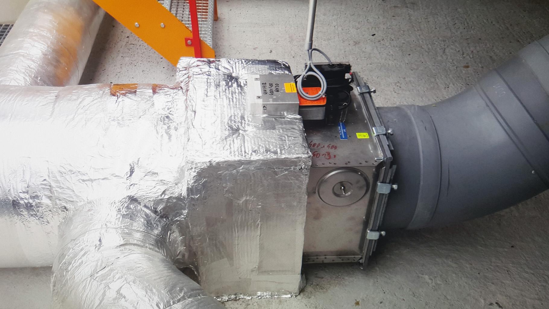 Lüftungsanlage mit säurebeständigem Kunststoffrohr und Brandschutzklappe