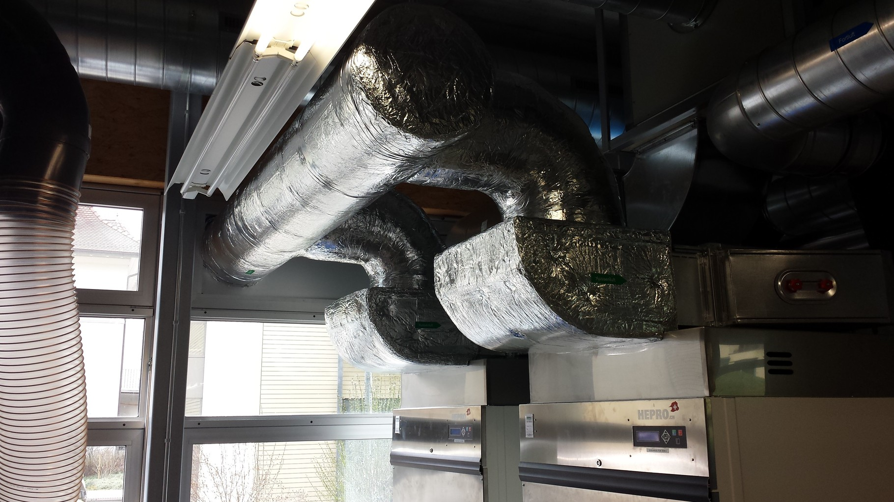 Lüftungs- und Klimaanlage thermisch isoliert im Innenbereich