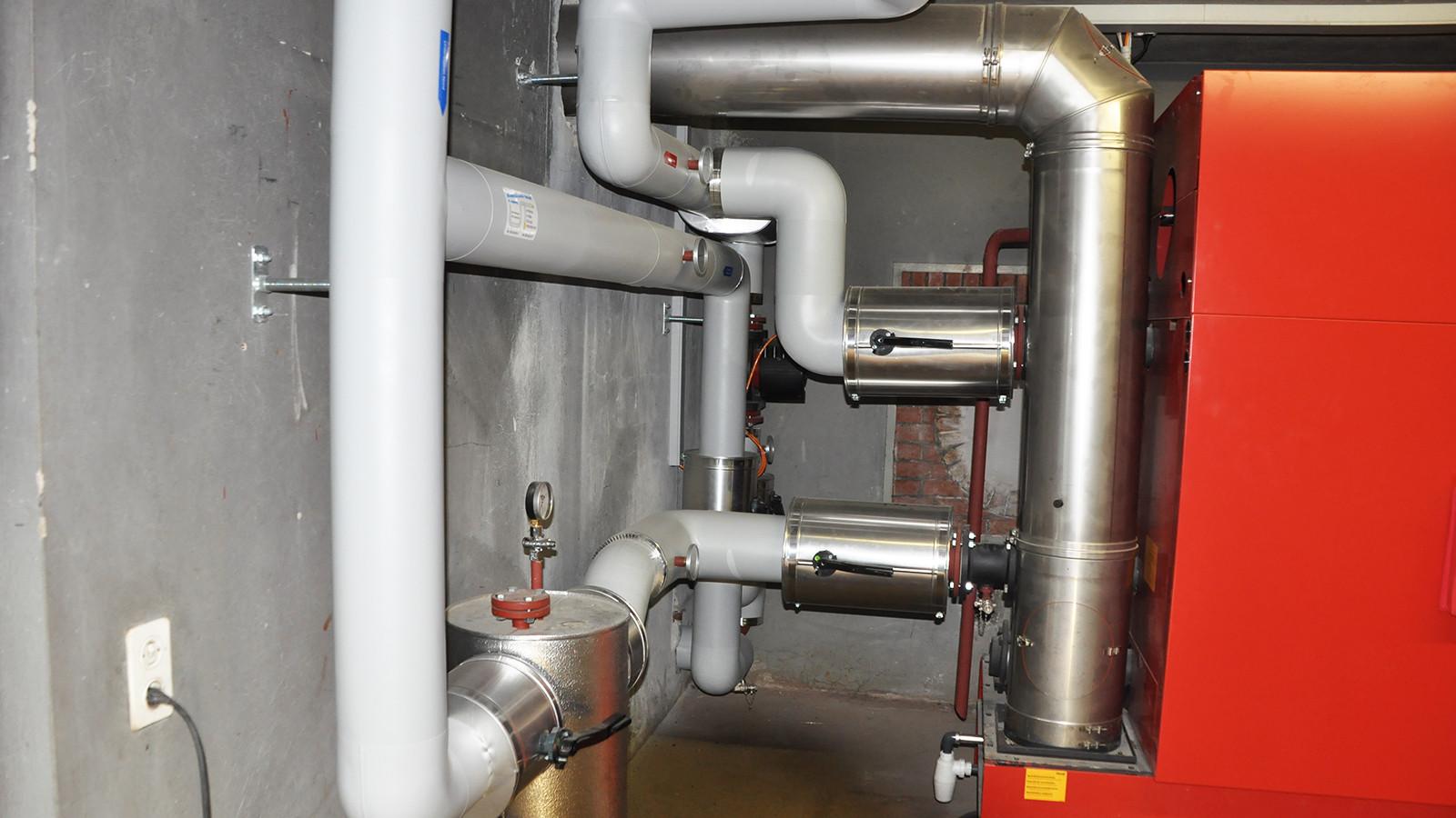 PIR- und PVC-isolierte Heizzentrale und Warmwasseraufbereitung