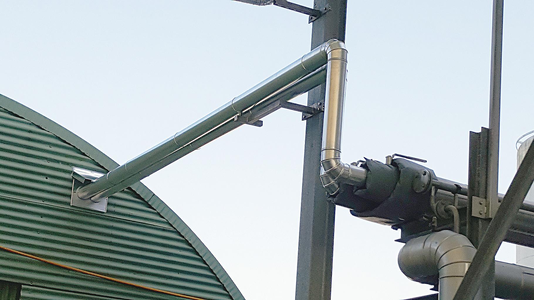 Transportleitung wärmegedämmt mit Armaturenkissen und Wetterschutz zur Verhinderung von Wassereindringung