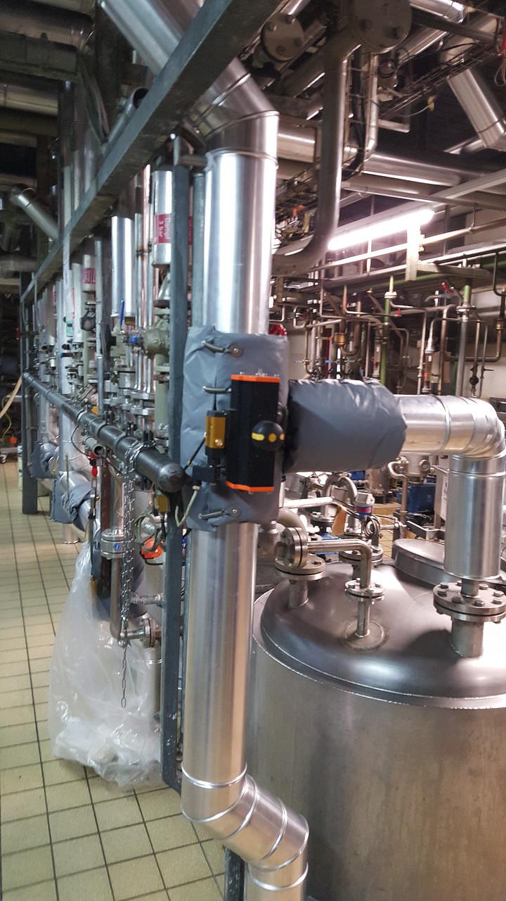 Mischanlage in der chemischen Industrie mit Armaturenkissendämmung