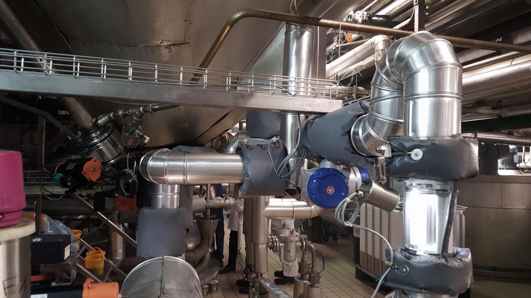 Fettanlage in einer Raffinerie im Lebensmittelbereich mit Armaturenkissendämmung