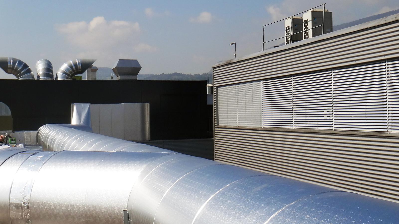 Dachlüftungszentrale mit Luftfilteranlage (CO2) kombiisoliert thermisch und Brandschutz, Umhüllung in Stuccoblech