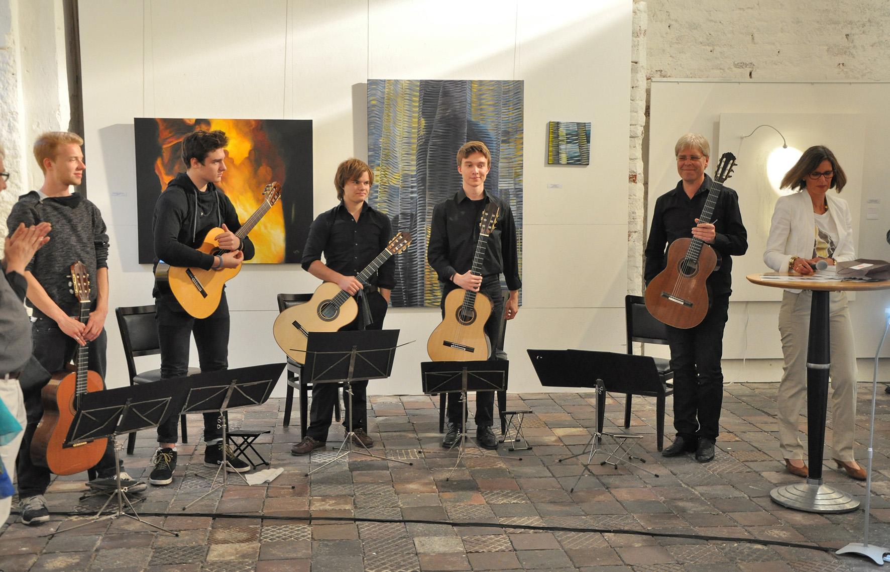 Das Gitarrenensemble der Musikschule Landsberg unter der Leitung von Lothar Kirsch