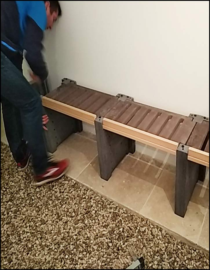 Etape 4 : Répétez les étapes pour former la première rangée de casiers